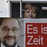 Martin Schulz og de tyske socialdemokrater skal besvare skæbnetunge spørgsmål om partiets grundlæggende forhold til Angela Merkels CDU efter valget d. 24. september.
