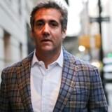 Michael Cohen forlader sit hotelværelse i New York - han er manden i centrum af den rapport, som blev offentliggjort natten til onsdag. Ifølge rapporten oprettede han før præsidentvalget i 2016 et skuffeselskab, som siden har kasset ind på Trumps præsidentskab.