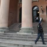 De mænd, der tidligere tirsdag blev frikendt for medvirken til terror, kan kræve stor erstatning.