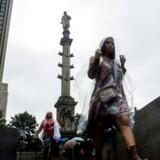 Christoffer Columbus-statuen på Manhattan bliver fremhævet som den »klart mest kontroversielle« i det åbne brev, hvor man blandt andet hæfter sig ved, at mindst 50 millioner af den oprindelige befolkning på de amerikanske kontinenter døde i forbindelse med krig, sygdom og slaveri i perioden 1492-1600, som konsekvens af, at Columbus gik i land på den anden side af Atlanten.