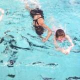 Hovedstadens Svømmeklub (HSK) har haft stor succes med at få nydanske piger til at gå til svømming og dermed blive en del af foreningslivet ved at tilbyde kønsopdelt svømmeundervisning, hvor svømmehallens vinduer er afskærmet.