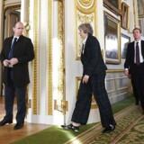 Storbritanniens premierminister, Theresa May, forlader Lancaster House, efter at hun har givet sin Brexit-tale om de britiske prioriteter for forhandlingerne om at forlade EU. Der er hårde forhandlinger med de øvrige 27 EU-lande i vente. EPA/FACUNDO ARRIZABALAGA / POOL