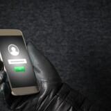 Falske apps har gjort det muligt at bruge de inficerede telefoners kamera og mikrofon, uden at ejeren opdagede det. Arkivfoto: Iris/Scanpix