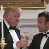 Præsident Donald Trump og Frankrigs præsident, Emmanuel Macron, skåler under det officielle besøg i Washington, 24. april 2018. (AP Photo/Susan Walsh)
