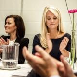 Nye Borgerliges Mette Thiesen tv. og partiformand Pernille Vermund th. Thiesen har landet partiets eneste byrådspost i Hillerød Kommune, og det er en sejr, mener hun sammen med Pernille Vermund, der slår fast, at det havde været lettere, hvis man var socialdemokrat. .