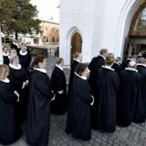Kirkeminister mette Bock vil lade kirken selv betale præsternes løn.