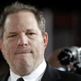 En hemmelig »e-mail prankster« har narret både Harvey Weinstein og hans tidligere rådgiver Lisa Bloom, efter at den overgrebsanklagede filmproducent havde udsendt mails, hvori han bad om støtte fra Hollywoods spidser.