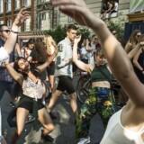 Nu kan Distortions over 100.000 deltagere se frem til dobbelt så mange toiletter til årets gadefester. Foto: Nørrebro. Onsdag den 1. juni 2016.