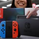 Nintendos Switch-konsol blev en storsællert op til jul og vil inden udgangen af marts have rundet 20 millioner styk - langt flere end forgængeren Wii U, som allerede er levet overhalet. Arkivfoto: Toshifui Kiramura, AFP/Scanpix