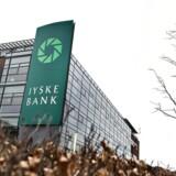 Fem måneder efter at Jyske Bank satte et til salg-skilt på bankens aktier i Nordjyske Bank, er posten til 800 mio. kr. stadig ikke solgt. Jyske Banks topchef, Anders Dam, har ingen kommentarer til processen. Det skriver Børsen.