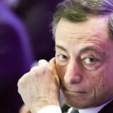 Chefen for Den Europæiske Centralbank Mario Draghi præsenterer sammen med Sveriges centralbankchef Stefan Ingves torsdag nye retningslinjer for kapitalkrav til verdens finansielle institutter.
