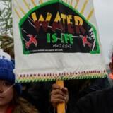 Demonstranter i protestlejren ved indianerreservatet Standing Rock, North Dakota, gennem hvilken der skal lægges en olierørledning. REUTERS/Stephanie Keith