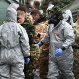 Militært sikkerhedspersonale under klargøringen af rydningen af området, hvor Sergej Skripal og hans datter blev fundet forgiftede.