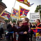 (ARKIV) Demonstration mod Kinas menneskerettighedsovertrædelser over for Tibet, Free Tibet, på Højbro Plads i København fredag d. 15. juni 2012. Den øverste ledelse i Københavns Politi fik slettet mail-konti, inden Tibet-kommissionen fik mulighed for at undersøge, hvem der har givet ulovlige ordrer og urigtige oplysninger til Folketinget. Det skriver Ritzau, mandag den 12. marts 2018.. (Foto: Dennis Lehmann/Scanpix 2018)