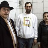 George Mihalache, Andras Bobo og Louistra Ispiru medvirker i teater Sort/Hvids forestilling »Roma«, der går tæt på romaernes liv og historie.