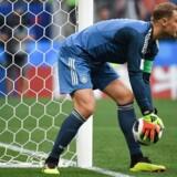 Tyske Manuel Neuer gør klar til målspark i kampen mod Mexico. Om det var lige præcis denne episode, der udløste et »mandeluder«, er dog uvist.