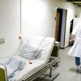 En lovstramning har ført til et stort antal sager mod læger, sygeplejersker og andre sundhedspersoner, som vurderes at være til fare for patientsikkerheden.