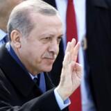 Tyrkiets præsident, Recep Tayyip Erdogan, fejrer 102 årsdagen for slaget ved Canakkale under 1. verdenskrig. Her besejrede Tyrkiet en invasionsstyrke fra Storbritannien samt Australien og New Zealand. Tyrkiet skal aldrig med i EU, mener Dansk Folkepartis udenrigsordfører, Søren Espersen, efter Erdogans angreb på flere EU-lande. Reuters/Osman Orsal