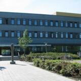 En 80-årig kvinde døde sidste år efter en formodet fejlmedicinering på Bornholms Hospital. Fire hospitalsansatte er tiltalt i sagen. Free/Pressefoto, Region Hovedstaden