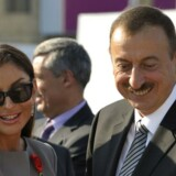 Præsident Ilham Alijev med sin kone, Mehriban Alijeva, som han for nylig udnævnte til vicepræsident. En talsmand for præsidenten har tidligere kaldt korruptionsanklagerne for partiske og udokumenterede. Arkivfoto: Ozan Koss/AFP/ AFP PHOTO / OZAN KOSE