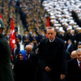 Tyrkiets præsident Recep Tayyip Erdoğan har intensiveret klapjagten på kritiske medier og samtidig igen truet med at genindføre dødsstraf. Her ses han ved den årlige fejring af den tyrkiske republik den 29. oktober i Tyrkiets hovedstad Ankara. REUTERS/Umit Bektas