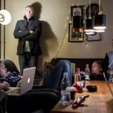 Jesper Balslev er cand. Mag., lektor på Københavns Erhvervsakademi, skribent, ph.d. stipendiat ved Roskilde Universitet og tidligere adjunkt i Communication Design - med en baggrund som iværksætter. Han er ved at skrive en Ph.d om at ingen, som i INGEN kender outputtet eller effekten af den højt besungne digitalisering i samfundet og i Folkeskolen især. Han forklarer blandt andet, hvad det betyder for den digitale dannelse, som han i øvrigt mener er absurd at tale om.