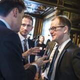 Tænketanke som det borgerligt-liberale Cepos har vundet indflydelse i dansk politik. Her ses i finansminister Kristian Jensen (V) i samtale med Cepos' cheføkonom, Mads Lundby Hansen, til en Cepos-konference på Børsen.