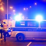 Politimænd afspærrer en vej nær stedet, hvor en ueksploderet bombe fra Aden Verdenskrig blev fundet i Düsseldorf.
