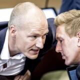 Fra venstre Enhedslistens Pelle Dragsted og Rune Lund under møde i landstingssalen på Christiansborg. Venstrefløjspartiet er utilfredse med tonen fra Socialdemokratiet.