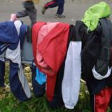 Fluorstoffer kan blandt andet findes i regntøj samt noget emballage, mad- og bagepapir. Scanpix/Henning Bagger