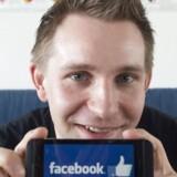 Max Schrems' sag mod Facebook førte sidste år til en ændring af EUs aftale med USA om overførsel af data. Nu kræver han erstatning på vegne af 25.000 andre Facebook-brugere. Arkivfoto: Joe Klamar, AFP/Scanpix