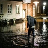 Vandet kan i nat stige til måske 1,85 meter oppe ved Kolding-området. Billedet her er fra Færgevej i Faaborg ca. en time før midnat d. 4. januar 2017.