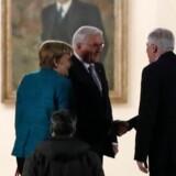 Præsident Frank-Walter Steinmeier tager torsdag aften imod forbundskansler Angela Merkel og det bayerske CSU's leder Horst Seehofer på slottet Bellevue.