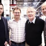 Brødrene Jonas, Mathias og Peter Kamprad (fra vestre til højre) ses her sammen med deres far Ingvar Kamprad. Foto: IKEA