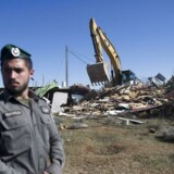 Den nye lov er udløst af striden om bosættelsen Amona, som for få dage siden blev ryddet af israelsk militær. Fotografiet viser rydningen 7.februar.EPA/ABIR SULTAN