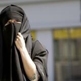 Regeringens tildækningsforbud vedtages med Socialdemokratiets stemmer, selv om Liberal Alliance har fritstillet sine medlemmer om forslaget mod burka og niqab. Det mener Dansk Folkepartis udlændingeordfører, Martin Henriksen. Scanpix/Lea Meilandt Mathiesen