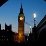 Der er travlhed til langt ud på aftenen i Westminster, hvor man hastebehandler lovgivning om EU-udmeldelsen, som regeringen ønsker på plads inden EU-topmødet i begyndelsen af marts. Foto: AFP