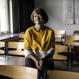 Matematiklærer Ulla Stampe Jakobsen mistænker en elev for at snyde til eksamen. Han havde fået 00 i årskarakter, kunne aldrig svare rigtigt i timerne, men endte med et 7-tal til eksamen, fordi han havde næsten alle rigtige i den prøve, hvor eleverne har adgang til internettet.