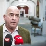 Efter vedtagelsen af tildækningsforbuddet luftede Dansk Folkepartis næstformand, Søren Espersen, en undren på Twitter. Dét fik en politiker fra Alternativet til tasterne.
