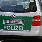 Tysk politibil på gaden. Arkivfoto.