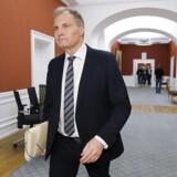 Peter SKaarup ankommer til Dansk Folkepartis gruppemøde om Esben Lunde Larsen. (Foto: Jens Astrup/Scanpix 2017)