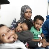 Fatuma Ahmed og Ismail Mohamed med deres fire drenge, dengang familien stadig var samlet i Danmark. I dag er moren Fatuma Mohamed blevet tvangshjemsendt til Nairobi sammen med de to ældste drenge, mens faren Ismail Mohamed er i Danmark med de to yngste.