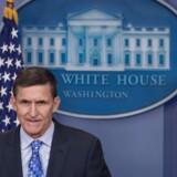 Trumps sikkerhedsrådgiver, Michael Flynn, trækker sig efter kontrovers.