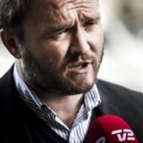 Det er myndighedernes - og ikker borgernes - ansvar at komme illegale indvandrere til livs, udtaler Dan Jørgensen (S) som reaktioner på Inger Støjbergs (V) opfordring til borgere om at melde mistænkeligt personale, der ikke taler dansk i baglokalet hos pizzariaer.