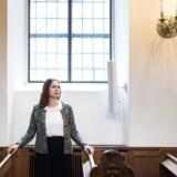 Undervisningsminister Merete Riisager (LA) - her i Holmens Kirke i København - er ikke selv troende, men det vil være godt og dannende for alle børn at »få et indblik i kristendommen«, mener hun. Gerne i en kirke.