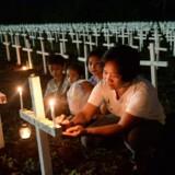 En kirkegård til ofrene for tyfonen Haiyan, der for tre år siden ramte Filippinerne. Endnu et voldsomt uvejr har nu kurs mod landet. Arkivfoto Scanpix/Ted Aljibe