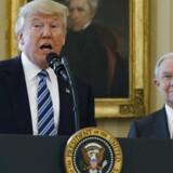 Trump siger, han ikke mener Sessions skal erklære sig inhabil i undersøgelse om Ruslands indblanding i USA.