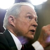 Jeff Sessions fyres for at lyve i Senatet