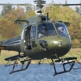 To frømænd forlader en helikopter. Den 15. til 19. maj 2017 afholder Forsvaret optagelsesprøve til Frømandskorpset i Ballerup, hvor den fysiske grundform testes.