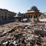 Arkivfoto, For første gang i otte måneder så byen Harasta ud til at modtage nødhjælp. Men den belejrede by må vente.